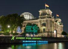 Midnight projection on Bundestag Berlin - 30.08.2018