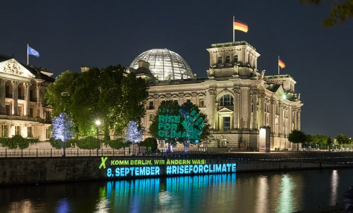 Fossil Free Berlin Projection Bundestag Berlin